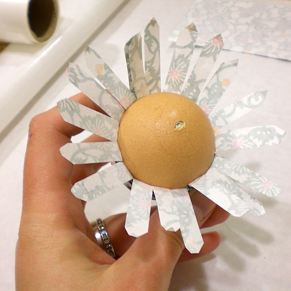 Washi Paper Decoupage Easter Egg Directions - fanning out the paper strips